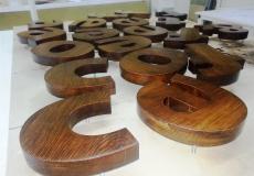 деревянные объемные буквы для наружной вывески