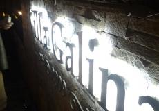 Объемные буквы из металла с подсветкой контражур - ночью