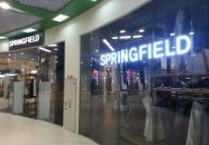 Объемные буквы в оформлении фасада магазина