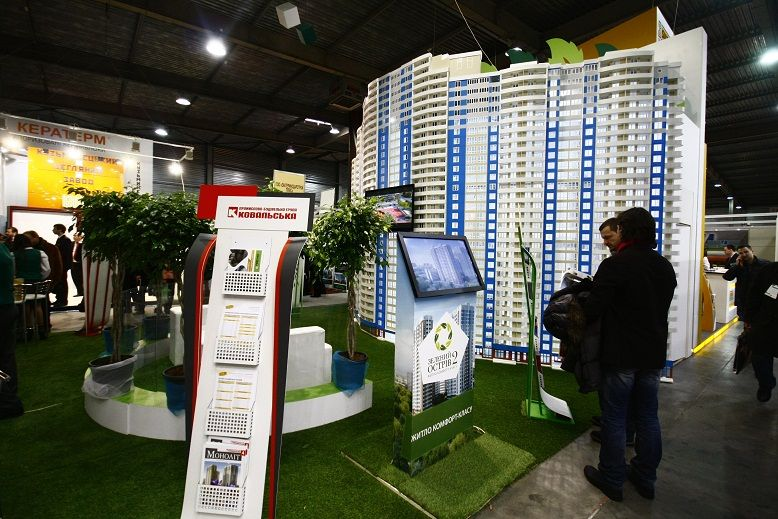 комплекс выставочных стендов для строительной компании
