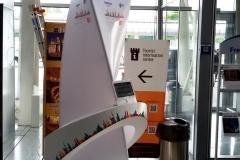 рекламный стенд для аэропорта, вокзала,  других больших помещений скопления людей