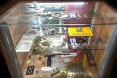 Информационная стойка с изделиями из латуни, металла, меди
