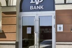 Оформление наружной рекламы в виде входной группы для банка