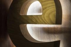 объемные буквы из дерева с контражурной подсветкой