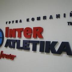объемные буквы как реклама в интерьере