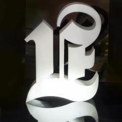 3d wolumetryczna litera w formie lightbox z wewn?trznym pod?wietleniem akrylu i metalowej obudowy