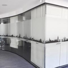 Поклейка оракала на  стекла офиса